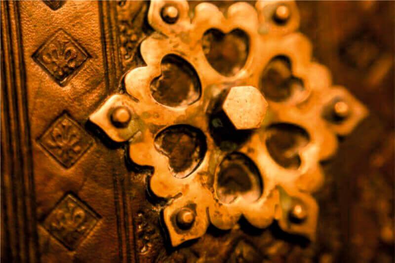 Библия Гутенберга ручная работа - Ателье по коже Чебоксары
