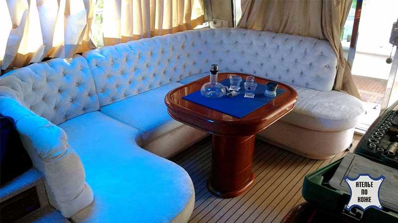 Перетяжка дивана для яхты натуральной кожей
