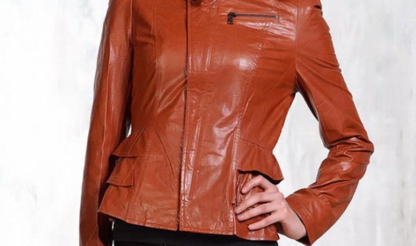 Кожаная женская куртка с баской