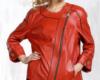 Красная кожаная женская куртка