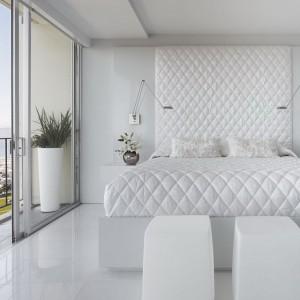 Кровать с декором каретной стяжкой — Ателье по коже