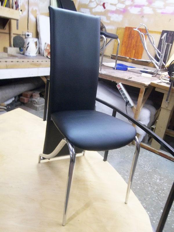 Профессиональная перетяжка кресла кожей