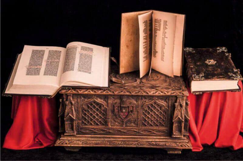 Библия Гутенберга факсимиле - Ателье по коже Чебоксары