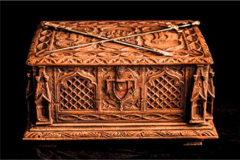 Библия Гутенберга сундук - Ателье по коже Чебоксары